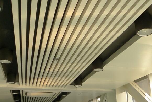 木纹铝方管吊顶