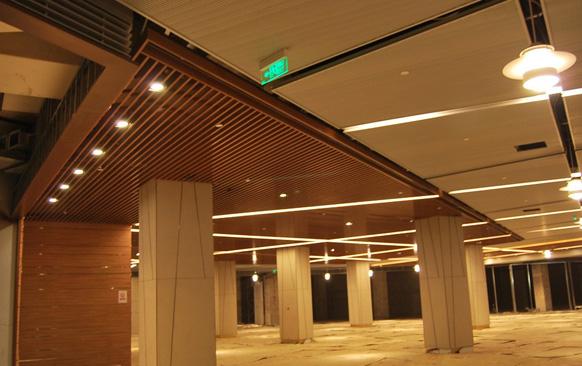 木纹铝方通吊顶安装效果图