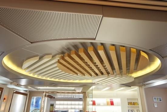 商场造型铝方通吊顶
